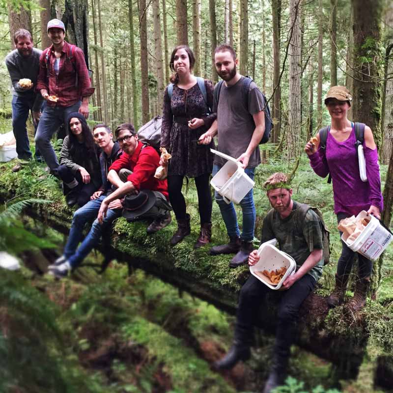Foraging tour in the woods with Alex